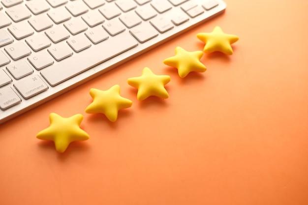 Avaliação do conceito de avaliação do cliente estrelas douradas