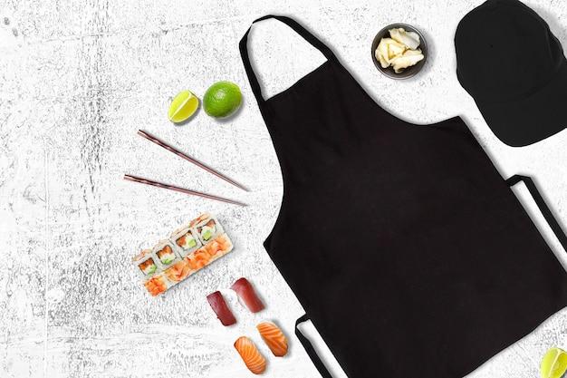 Avental e boné em uma cena de restaurante de sushi