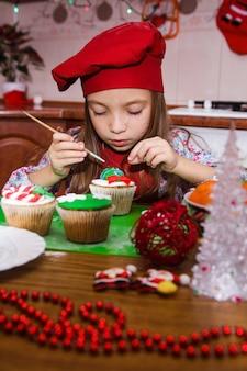 Avental vermelho festivo festa de natal jantar sobremesa cupcakes de menta queijo creme açúcar polvilhar decoração