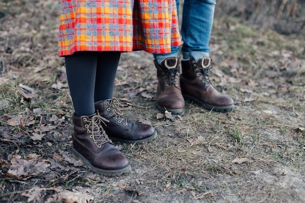 Aventura e exploradores casal de caminhantes