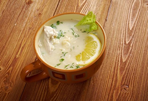 Avgolemono ou ovo-limão - molhos mediterrâneos e sopas feitas com ovo e limão