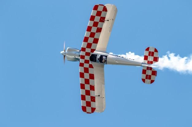Avião casa bucker jungmann da patrulha bucker