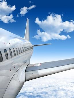 Avião voando acima das nuvens
