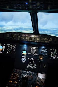 Avião voando no automático