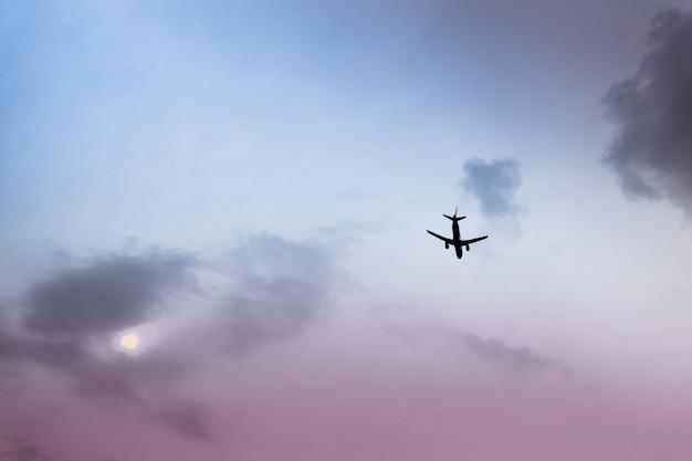 Aviões de passageiros na final curta