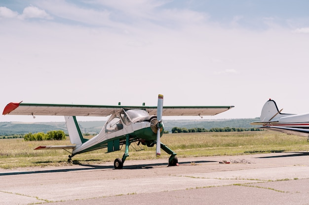 Aviões particulares em campo