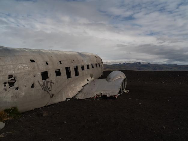 Avion en la playa de islandia