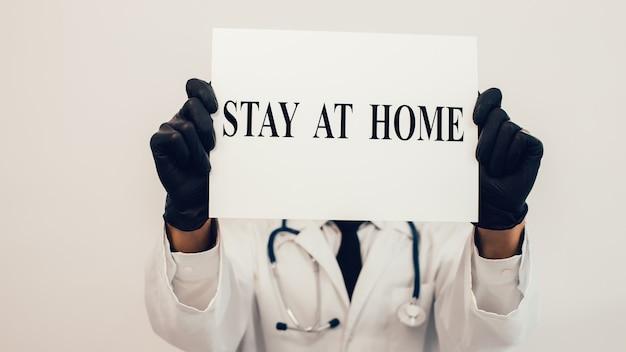 Aviso ficar em casa nas mãos do médico.