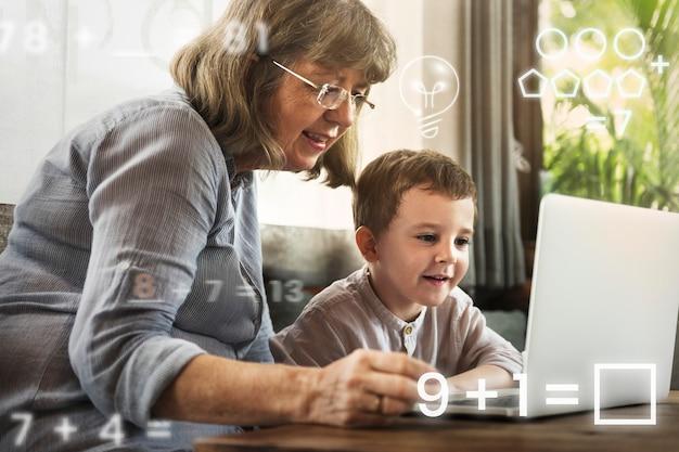 Avó dando aulas particulares de tecnologia para a sala de aula virtual remixada de mídia