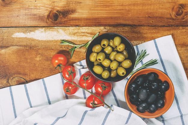 Azeite com azeitonas frescas