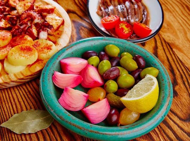 Azeitonas, cebola, pickles, tapas, anchovas, e, polvo