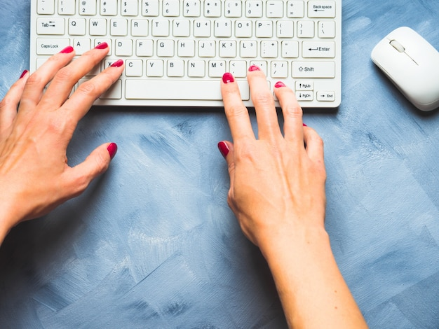 Azul, com, mulher, mão, e, teclado