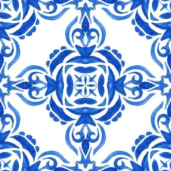 Azul e branco abstrato desenhado à mão da telha do damasco padrão de pintura aquarela ornamental sem emenda. textura desenhada de mão persa para papéis de parede, planos de fundo e preenchimento de página. azulejo português e espanhol