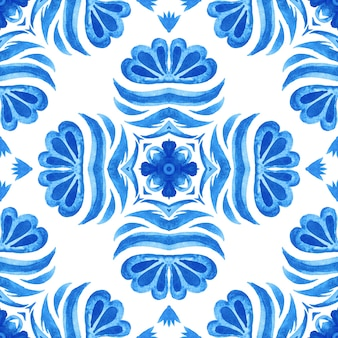 Azul e branco abstrato desenhado à mão da telha do damasco sem costura ornamental padrão de pintura em aquarela mediterrânea.
