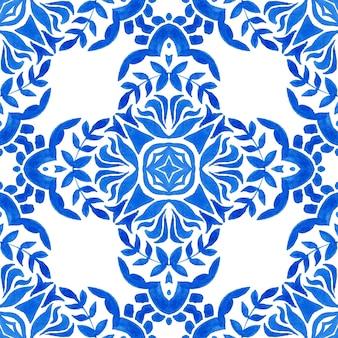 Azul e branco abstrato desenhado à mão da telha do damasco sem costura ornamental retrô aquarela pintura padrão. ladrilho cerâmico de repetição azulejo