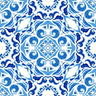 Azul e branco abstrato desenhado à mão telha padrão de pintura aquarela ornamental sem emenda.