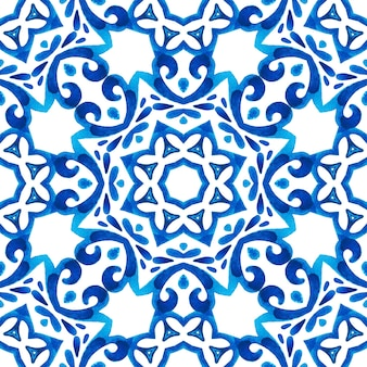 Azul e branco abstrato mão desenhada telha sem costura padrão de pintura em aquarela ornamental. impressão geométrica árabe, cultura oriental, estilo indiano, arabesco, motivo persa