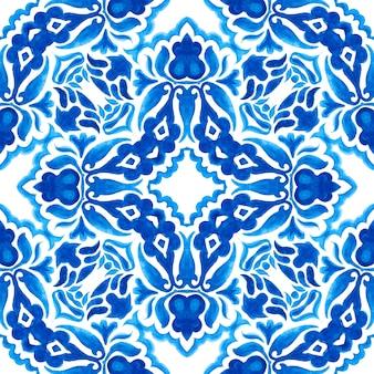 Azul e branco abstrato mão desenhada telha sem costura padrão de pintura em aquarela ornamental. textura de luxo elegante para tecidos e papéis de parede, planos de fundo e preenchimento de página.