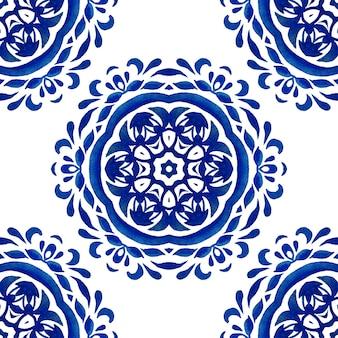 Azul e branco abstrato mão desenhada telha sem costura padrão de pintura em aquarela ornamental. textura elegante de mandala para tecidos e papéis de parede, utensílios de mesa e azulejos de cerâmica