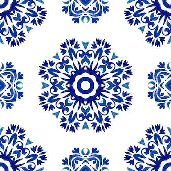 Azul e branco índigo abstrato desenhado à mão telha padrão de pintura em aquarela ornamental sem emenda. textura de azulejo floral elegante para tecido e papéis de parede, planos de fundo e preenchimento de página.