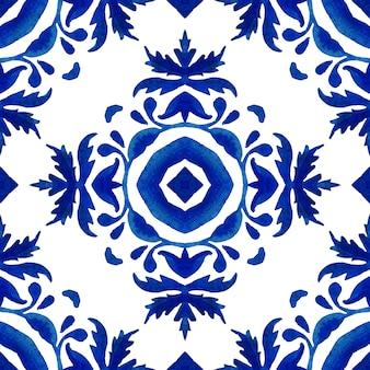 Azul índigo aquarela pintada à mão padrão de damasco sem costura. mosaico de azulejos marroquinos ornamentais turco. porcelana espanhola louça de mesa em cerâmica, estampa folk. papel de parede sem costura mediterrâneo.