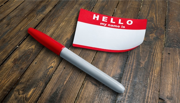 Azul olá, meu nome é etiqueta e caneta na mesa com espaço para cópia,