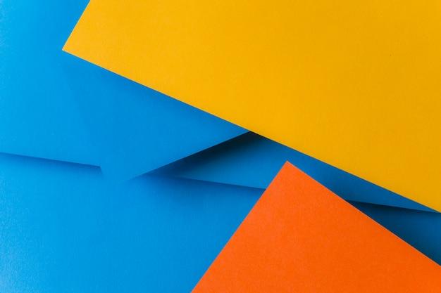 Azul; papéis de cor laranja e amarelo para o fundo