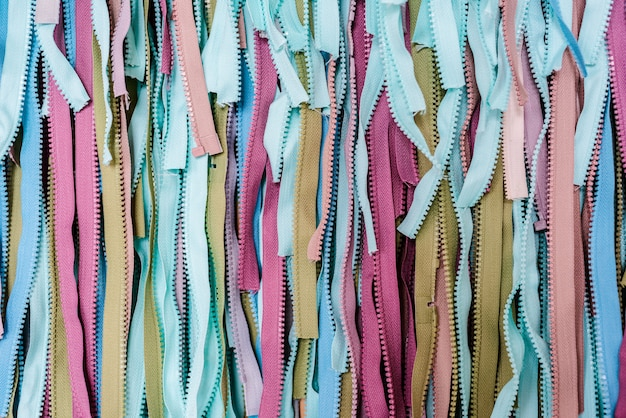Azul turquesa e multicolorido tecido textura material têxtil zíper macro borrão abstrato