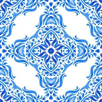 Azulejo abstrato azul e branco desenhado à mão padrão de pintura aquarela ornamental sem costura