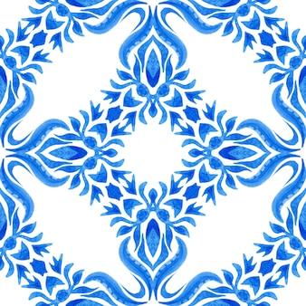 Azulejo azul e branco desenhado à mão azulejo sem costura padrão de pintura em aquarela ornamental