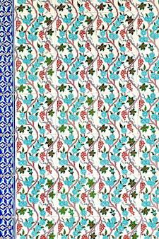 Azulejo com ornamentos orientais em bazar em istambul