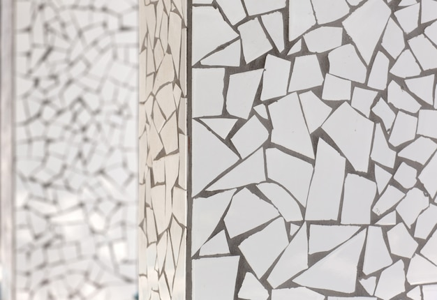 Azulejos quebrados mosaico trencadis típico do mediterrâneo