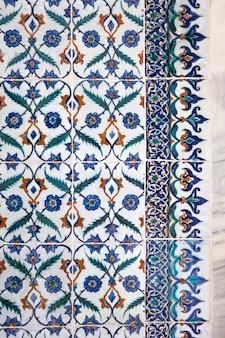 Azulejos turcos feitos à mão otomanos antigos com padrões florais