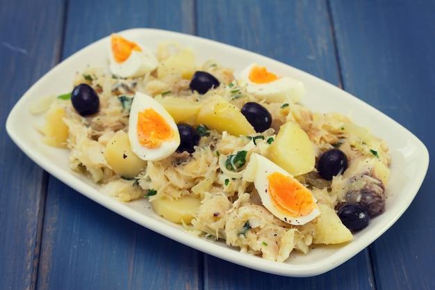 Bacalhau com legumes e ovo