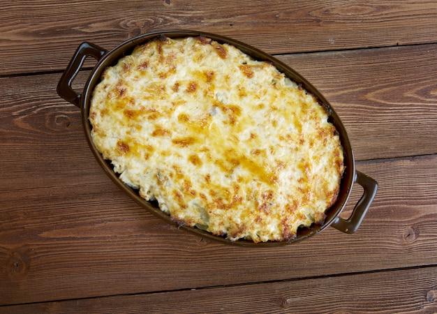 Bacalhau com natas - caçarola de peixe com batata. cozinha portuguesa