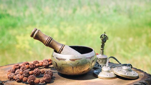 Bacia de canto tibetana de bronze
