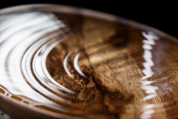 Bacia de madeira de água
