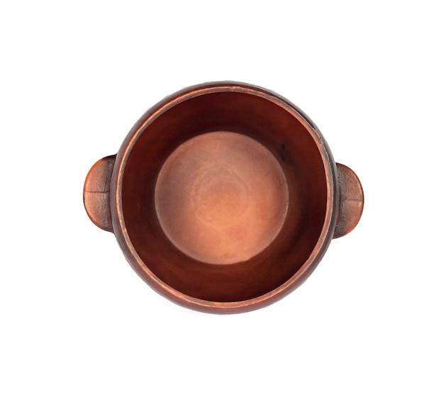 Bacia rústica cerâmica marrom isolada no branco