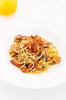 Bacon de espaguete com alho