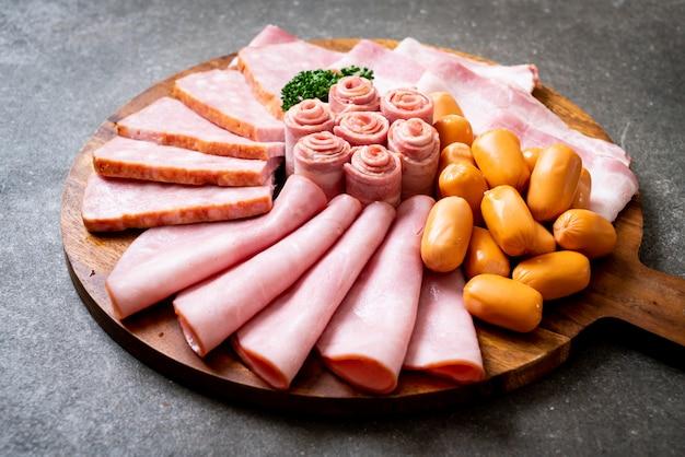 Bacon, linguiça, presunto defumado e bacon de churrasco