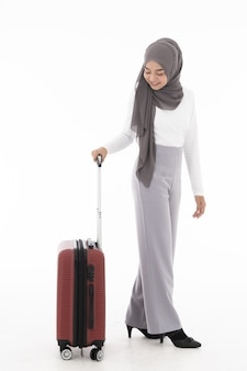 Bagagem de turista menina muçulmana