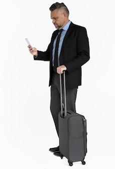 Bagagem de viagem de homem de negócios caucasiano