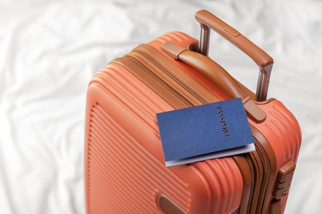Bagagem preparada com passaporte
