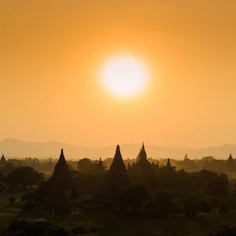 Bagan ao pôr do sol, myanmar