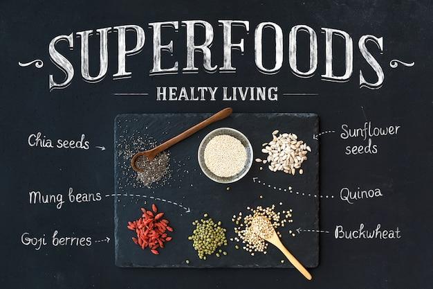 Bagas de goji, chia, feijão mungo, trigo sarraceno, quinoa e sementes de girassol