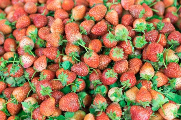 Bagas de um morango, doce de frutas frescas para planos de fundo ou texturas
