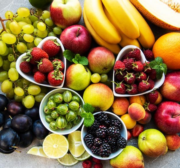 Bagas e frutos frescos do verão