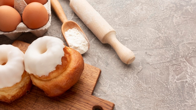 Bagels caseiros saborosos com glacê