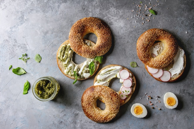 Bagels com cream cheese