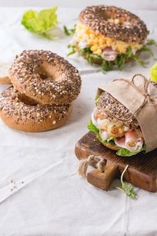 Bagels de grãos inteiros